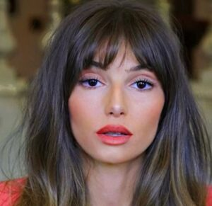 Read more about the article Mimi Keene Plastic Surgery, Boyfriend, Relationship