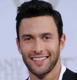 Read more about the article Noah Mills Wife, Girlfriend, Family, Net Worth, Height